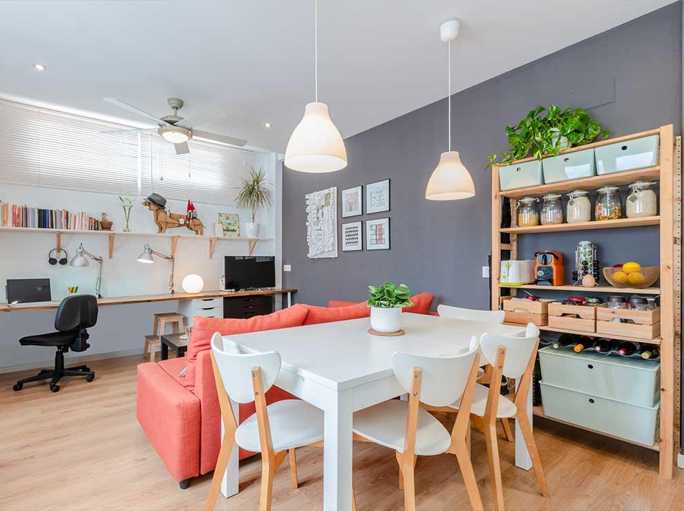 Interiorismo de un salón-comedor moderno.