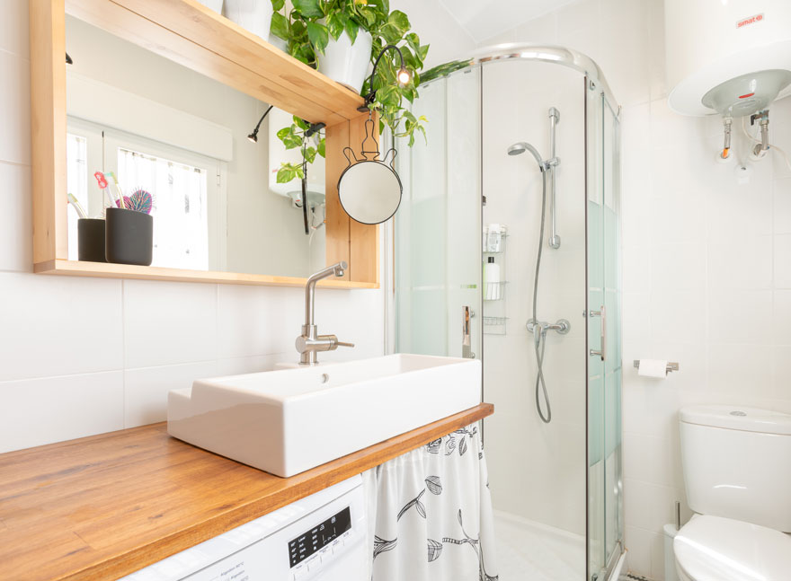Bathroom design for small home in Malaga