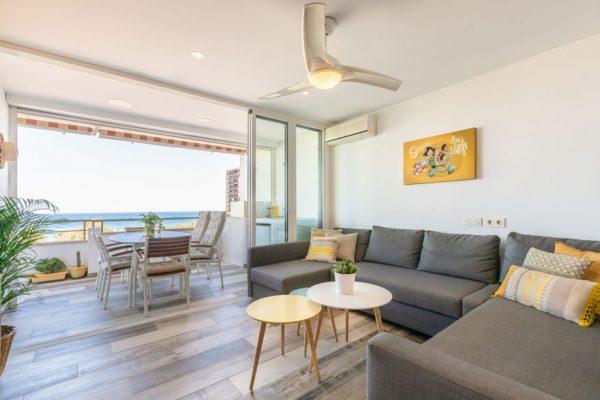 Interiorismo de vivienda en salón-terraza