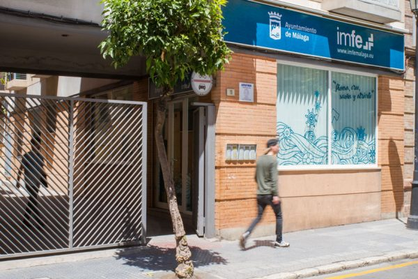 Diseño de fachada en oficinas IMFE de Málaga