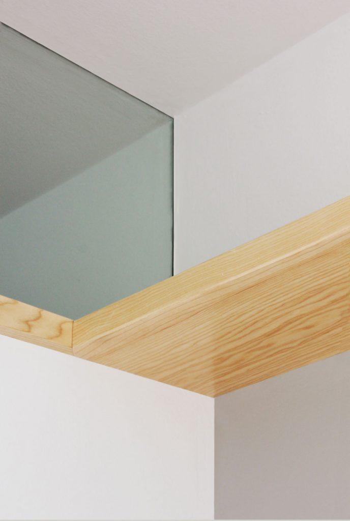 Detalle de madera y vidrio en diseño de casa