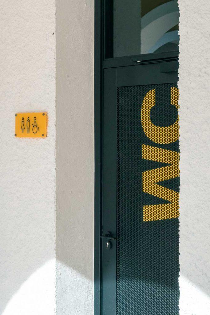 Signage design and corporate door of Caterpillar Málaga