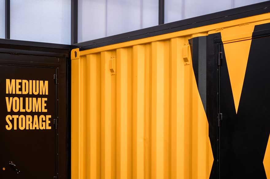 Detalle de arquitectura corporativa con contenedores para Caterpillar