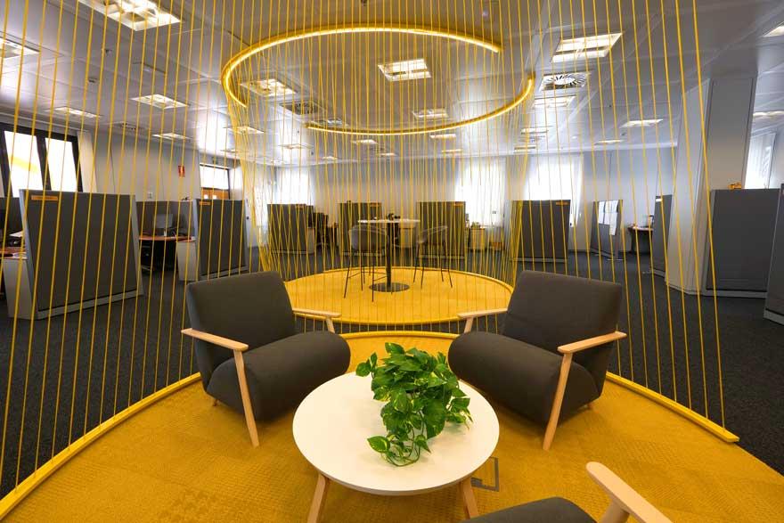 Diseño de sala de reunión corporativa para Caterpillar
