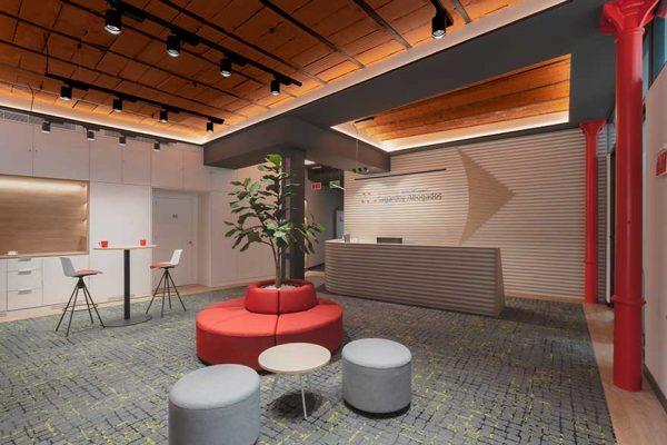 Diseño de interiores en las oficinas de Sagardoy
