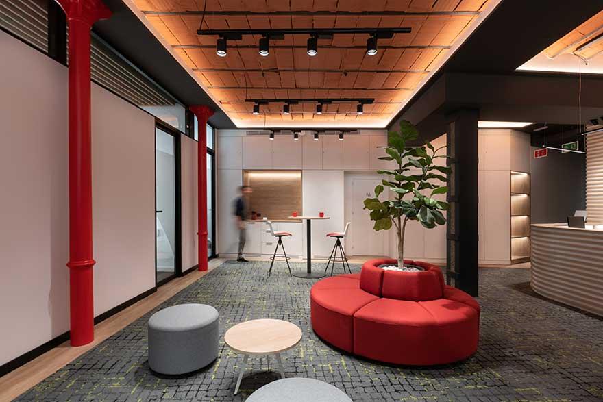 Diseño interior de oficina para Sagardoy Abogados en Málaga