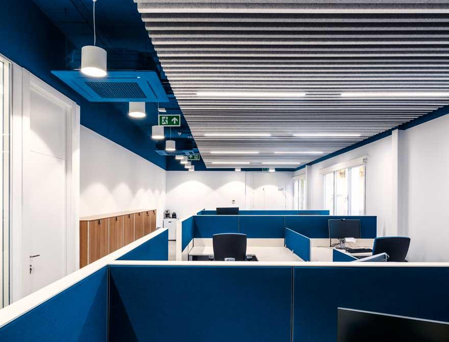 Diseño de espacio abierto en oficina Thielmann en Granada