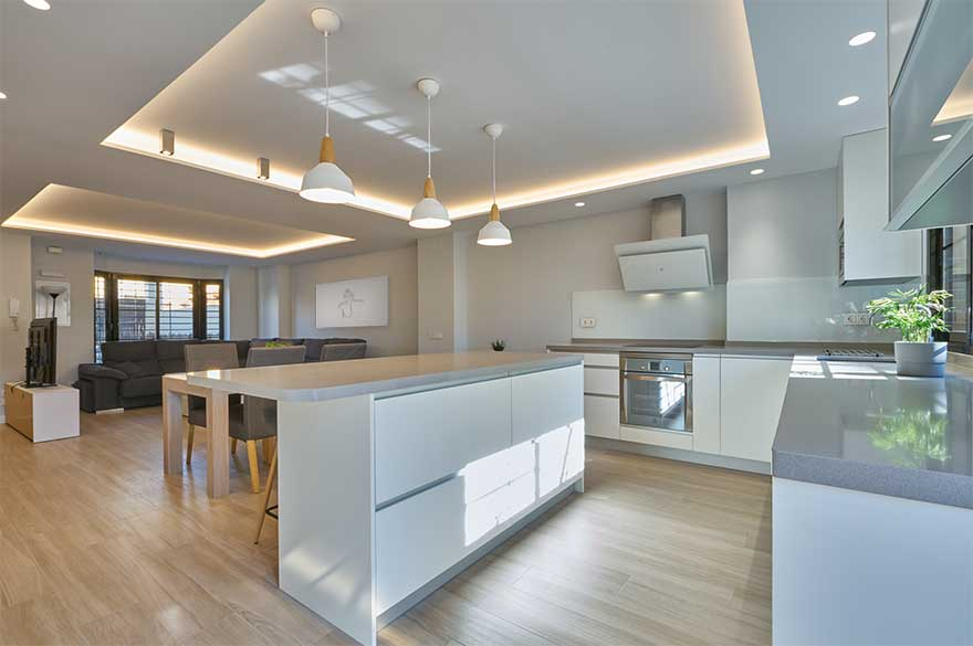 Diseño de cocina abierta en duplex