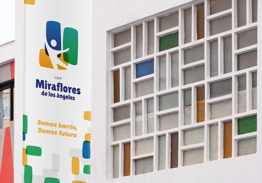 Detalle de lona corporativa de fachada Miraflores