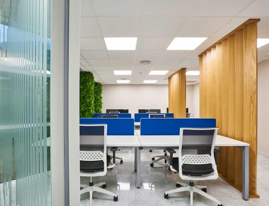Puestos de trabajo en oficina abierta