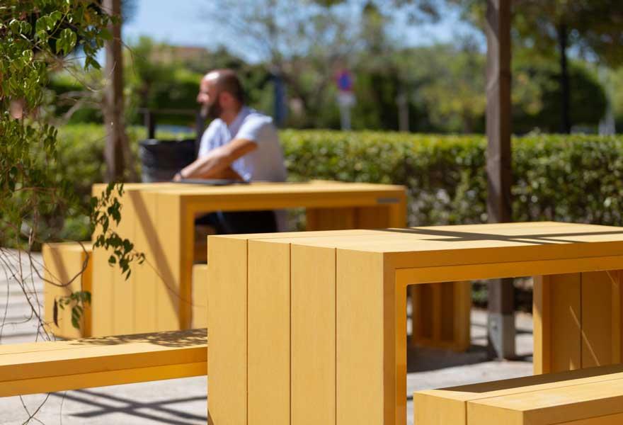 diseño de mobiliario en aula exterior
